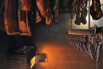 Speck, Kaminwurzen, Salami und Bündnerfleisch